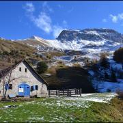 Cabane aux mulets, sous Roche Close saupoudré de neige