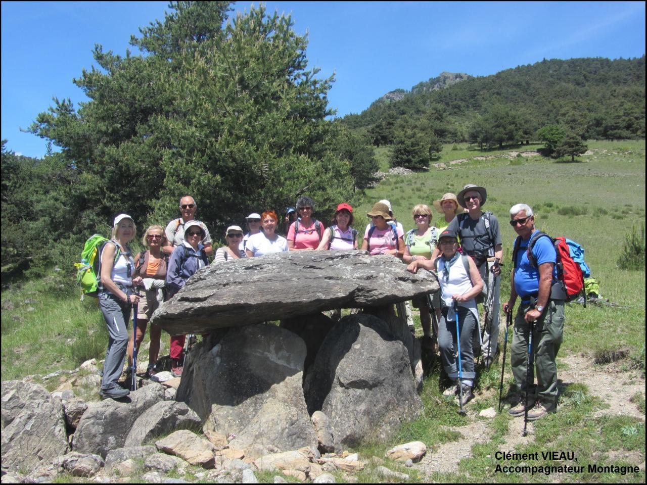 le dolmen du villard, avec les randonneurs de Montpellier