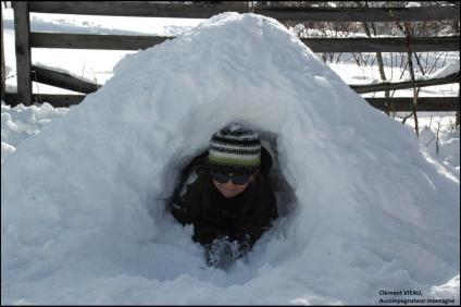 L'enfant dans l'igloo