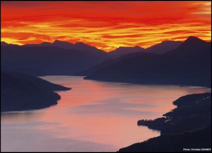 Rando nocturne coucher de soleil sur le lac de serre poncon